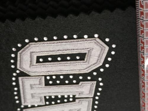 GRAFICOM Patch termoadesiva con lettere in tessuto floccato tagliate al vivo con strass.