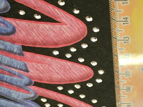 GRAFICOM Patch termoadesiva in tessuto stampato CMYK e tagliato al vivo con strass.