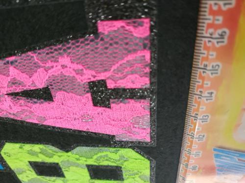 GRAFICOM Patch termoadesiva con lettere in tessuto di pizzo colorato.