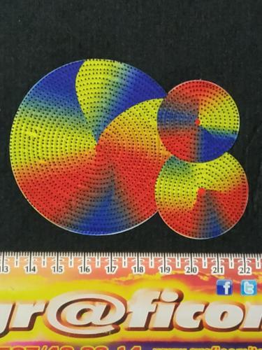 GRAFICOM Patch termoadesiva 3D con case stampate CMYK + aghi trasparenti con punta nera in silicone.