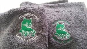 Ricamo su asciugamano di spugna